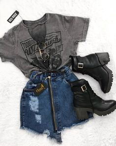 Graphic t-shirt with a short denim skirt with zip and black . - color Graphic t-shirt with a short denim skirt with zip and black STEP-BY-STE. Grunge Outfits, Mode Outfits, Winter Outfits, Summer Outfits, Dress Outfits, Outfit Jeans, Uni Outfits, Jean Skirt Outfits, Black Outfits