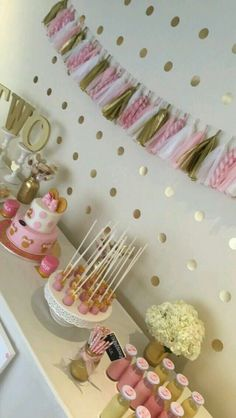 15 ideas cake pops pink and gold minnie mouse for 2019 Minie Mouse Party, Minnie Mouse Cake Pops, Minnie Mouse Birthday Cakes, Minnie Mouse Theme, Pink Minnie, Mickey Cakes, Mickey Birthday, Mickey Mouse, Baby Girl Birthday