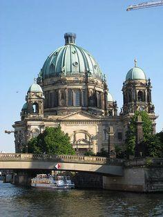Berliner Dom mit der Museumsinsel. Repinned by www.parkett-direkt.net
