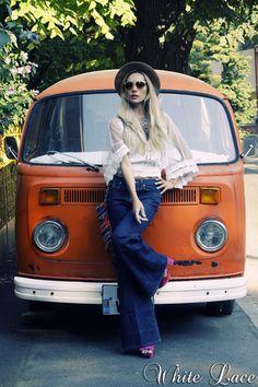 I am pinning the Kombi, not the chick. Volkswagen Minibus, Vw T1, Volkswagen Beetles, Volkswagen Golf, Vw Caravan, Vw Camper, Retro Bus, Vw Vintage, Vintage Stuff