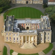 Kimbolton Castle, Kimbolton, Huntingdonshire district of Cambridgeshire, England English Manor Houses, English Castles, English House, Beautiful Castles, Beautiful Buildings, Castle Parts, Castle Pictures, Castles In England, Castle House