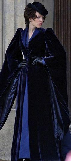 Rachel McAdams as Irene Adler in 'Sherlock Holmes: A Game of Shadows' (2011). Costume Designer: Jenny Beavan