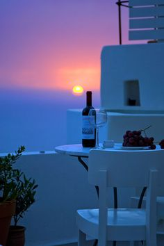 Sunset in Oia, Santorini, Greece....