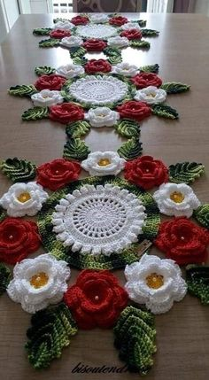 Crochet Table Runner Pattern, Free Crochet Doily Patterns, Christmas Crochet Patterns, Crochet Motif, Crochet Designs, Crochet Doilies, Crochet Flowers, Crochet Home, Irish Crochet