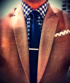 This works really well, but I would have picked another pocket square to match the shirt.