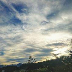【sarah_9772】さんのInstagramをピンしています。 《🌄*・゜ #sky #clouds #blue #wood #mountain #trip #scenery #photography #photo #nature #travel #travelph #traveler #twilight #evening #autumn #travelgram #instagood #空 #雲 #森 #山 #自然 #秋 #写真撮ってる人と繋がりたい #写真好きな人と繋がりたい #旅 #夕方 #夕暮れ #山梨》