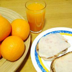 khimma_¡Buenos días! Si el viernes cogía vacaciones, ayer se acabaron, de nuevo a trabajar XD. Así que comenzamos el día con vitaminas y ligero para que no se haga la mañana muy pesada ;) // Happy day IG! Good morning! #goodmorning #happyday #breakfast #amazing #orange #orangejuice #instamoment #instalike #picoftheday #photodaily #photography #lifestyle #foodaily #foodphotography #foodorgasm #foodporn #bblogger #khimma #eltocadordekhimma #bloggerlife #bloggers
