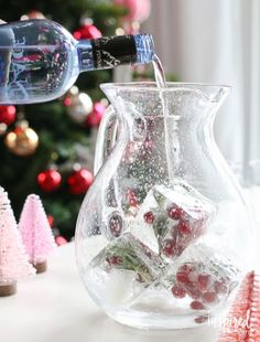 Jingle Juice Holiday Punch | inspiredbycharm.com #IBCholiday (scheduled via http://www.tailwindapp.com?utm_source=pinterest&utm_medium=twpin&utm_content=post98663801&utm_campaign=scheduler_attribution)