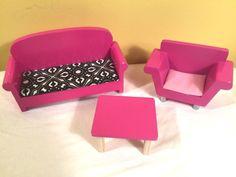 Barbie doll purple hard plastic sofa for 1997 Folding Pretty House dated Normal playwear. 3 Piece Living Room Set, Living Room Sets, Living Room Furniture, Sofa, Couch, Barbie Furniture, Barbie House, Dollhouse Dolls, Barbie Dolls