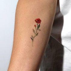 "Polubienia: 2,190, komentarze: 22 – TATTOOFET FOR INSPIRATION (@tattoofet) na Instagramie: ""So perfect rose • Follow ☛ @worldtattooists Also Follow ☛ @inkedfet ☛ @inkonsky.tatts ☛…"""