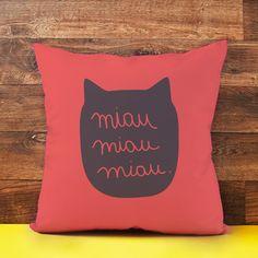 Almofada de gatinho com texto miau miau