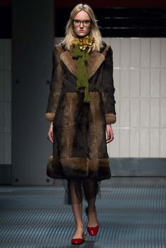 Gucci - Fall 2015 Ready-to-Wear - Look 12 of 46?url=http://www.style.com/slideshows/fashion-shows/fall-2015-ready-to-wear/gucci/collection/12