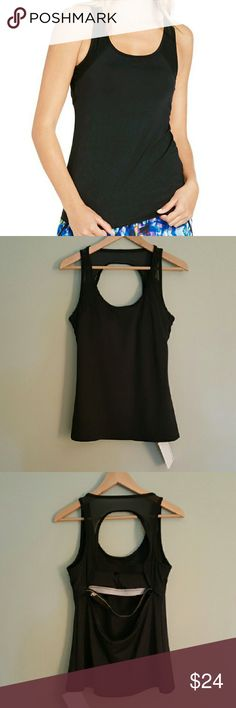 Fabletics Black Gulf Workout Active Tank Top L This cute workout tank top comes in black and has a neon stripe on the back for visibility. It is brand new with tags. Size Large. Fabletics Tops Tank Tops
