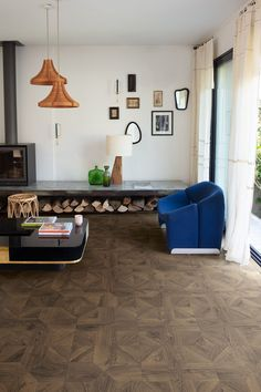 Quick-Step Laminate flooring - Impressive patterns 'Royal oak dark brown' (IPA4145) in a country livingroom. Click here to discover your favorite living room. #laminat #flooring #inspiration #interiordesign #oak