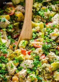 Chicken and Garden Veggies Quinoa Skillet -- Under 40 minutes and you have a healthy dinner with leftovers the whole family will love. Use any firm veggies you got on hand. #cleaneating #glutenfree