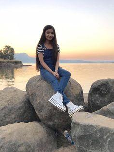 My future wife Anushka sen ♥️ Anurag Stylish Photo Pose, Stylish Girls Photos, Stylish Girl Pic, Stylish Kids, Cute Girl Poses, Girl Photo Poses, Girl Photography Poses, Wow Photo, Cute Girl Photo
