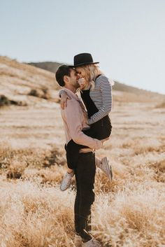 Engagement photos outfits summer casual 46 – www.GasStationMai… Engagement photos outfits summer casual 46 – www. Engagement Photo Shoot Poses, Engagement Photo Outfits, Engagement Photo Inspiration, Photoshoot Inspiration, Engagement Pictures, Engagement Ideas, Clothing Photography, Couple Photography Poses, Wedding Photography