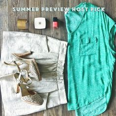 ✨HP✨ Splendid heather green pocket tee Splendid brand heather green dolman pocket tee.  This shirt has a relaxed fit, round neckline, and short dolman sleeves. 100% Rayon Voile. Throw on with jeans for the weekend or dress it up with a skirt and heels for work!  Bundle with this J.Crew skirt pictured and save! Splendid Tops Tees - Short Sleeve
