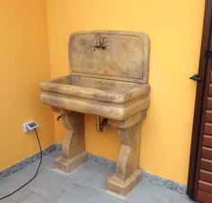 Lavello per esterno, finitura: old stone. Località: Vigevano (Pavia).