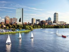 Visiting Beantown on a budget? Boston has plenty of freebies for penny-pinching students, from its top-notch art museums to grand historical landmarks. And as travelers, we get to reap the benefits. Here are 43 things to do for free in Boston. Best Places To Live, Places To See, Amazing Places, Santorini, Boston Neighborhoods, Boston Attractions, Boston Things To Do, 43 Things, Free Things