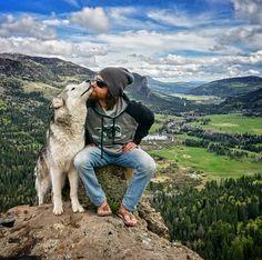 Fotos mostram amizade entre dono e seu cachorro Cheap Pets, Types Of Dogs, Alaskan Malamute, Dog Travel, Husky Puppy, Pet Home, Border Collie, Loki, Animals And Pets