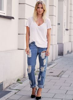 PERFECT: White tee, distressed boyfriend jeans, and simple black pumps