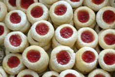 Anjelove oči, recept, Drobné pečivo | Tortyodmamy.sk Christmas Sweets, Christmas Candy, Christmas Baking, Christmas Cookies, Mini Cupcakes, Cupcake Cakes, Fondant Tutorial, Sweet And Salty, Food Art