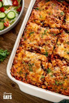 This Mouthwatering Syn Free Bolognese Pasta Bake will impress the whole family - rich bolognese meat sauce coated pasta topped with delicious cheesy goodness, syn free when using your healthy extra A choice. Gluten Free, Vegetarian, Slimming World and Weight Watchers friendly Mince Recipes, Cooking Recipes, Crockpot Recipes, Slimming World Soup Recipes, Beste Bolognese, Bolognese Pasta Bake, Low Carb Brasil, Healthy Snacks, Pasta Bake