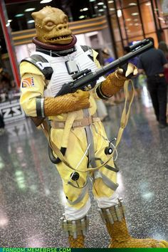 Awesome Star Wars cosplay Bossk the bounty hunter
