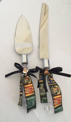 Cut the cake at your Harry Potter themed wedding with a themed knife and server.