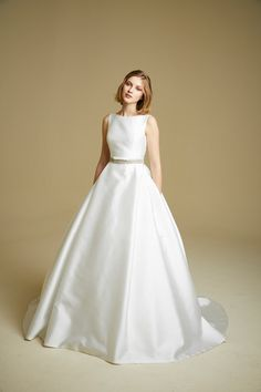 585da41592 Beautiful boat neck wedding dresses inspired by Meghan Markle