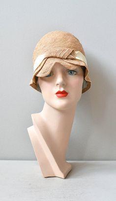 Miss Maizie cloche 1920s cloche hat / vintage 20s by DearGolden