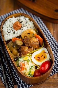 This Sweet Sour Chicken Bento uses the leftover from my Ootoyas Sweet Sour Chicken recipe for a delicious portable lunch Served with steamed rice ramen egg Japanese potato salad on the side it can be put together easily with some planning ahead. Japanese Lunch Box, Japanese Dishes, Japanese Food, Japanese Potato, Easy Japanese Recipes, Asian Recipes, Bento Recipes, Healthy Recipes, Bento Ideas