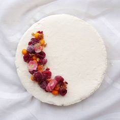 Champagnemoussecake with whitechocolate, sea buckthorn, raspberry, crumbles