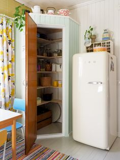 Kitchen Corner Units, Kitchen Cabinet Colors, Painting Kitchen Cabinets, Kitchen Decor, Cottage Design, Tiny House Design, Tiny Pantry, Tall Cabinet Storage, Locker Storage