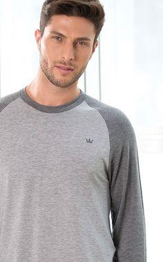 AUSTIN. MIXTE MEN´S ESSENTIALS. Conjunto de Modal com Lycra composto por blusa com manga raglan com combinações de cores. Bordado de coroa masculina aplicado na blusa e calça com braguilha.