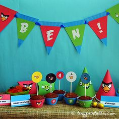 Angry Bird vs Pig Party Printables - Full Set - To get your own set of these coolest Angry Birds birthday party invitations, please go to TinyPrintables.com. See you there!