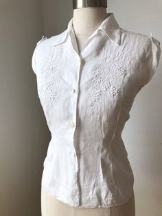 Hand-Emboidered Sleevless Summer Blouse XS S Wednesday Addams Dress, Ashley Brown, French Seam, Summer Blouses, Vintage Tops, 1950s, Fur Coat, Trending Outfits, Vest