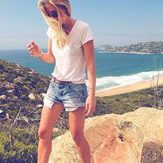 Bring on the weekend!! ••••••• #humpday #palmbeach #barrenjoey #barrenjoeylighthouse #sydney #visitnsw #visitaustralia #ablondeandabeard #sydneyaustralia #sydneywalks #dametraveler