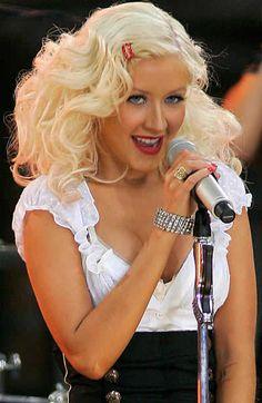 Christina Aguilera's retro hair and makeup