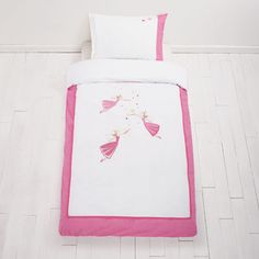 Single Twinkle Fairy Duvet Set A beautiful duvet cover for little girls sprinkled with three magical applique fairies. Childrens Duvet Covers, Childrens Beds, Kids Room Furniture, Furniture Decor, Duvet Sets, Duvet Cover Sets, Nursery Accessories, Princess And The Pea, Girls Bedroom