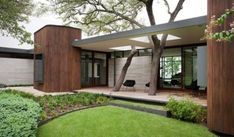 Japanese and Modernist Architecture Come Together in Kidosaki's Yokouchi Residence Modern house - Wilmington Gordon architects - exterior Mid Century Modern Design, Modern House Design, Modern Interior Design, Mid Century Modern Houses, Modern House Styles, Modern House Exteriors, Coastal Interior, Modern Coastal, Modern Homes