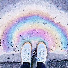 Доброе-радужное Лужи с бензином это определённо что-то сказочное из детства они даже в самую хмурую погоду могут поднять настроение За обалденные криперы небесно-голубого цвета спасибо @publicdesire у них крутая обувь Какую обувь вы любите больше всего? Я фанатею от кроссовок у меня ими заставлен весь шкаф но и от обуви на каблуках не отказываюсь - все должно быть в тему Rainbow morning Thank you @publicdesire for this amazing creepers by the_bird_dodo