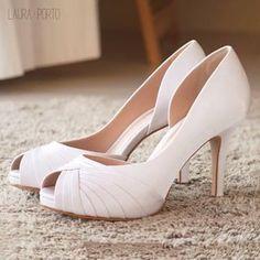 "f28e4f26f LAURA • PORTO on Instagram: ""Planejando seu casamento? Aqui na Laura Porto  tem o sapato perfeito ❤💐 #sapatodenoiva #sapatodefesta #lauraporto"""