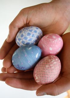 silk tie dyed eggs (tutorial) #tutorial #diy #craft