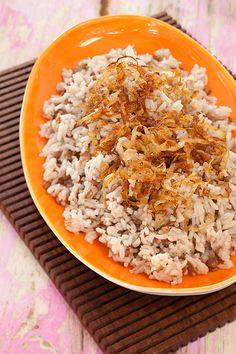 Este arroz con lentejas y cebollas caramelizadas de la famosa chef Colombiana Ingrid Hoffmann es un platillo muy completo y lleno de sabor. ¡Disfrútalo!