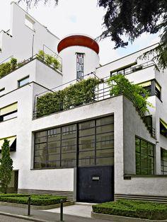 Hôtel particulier construit en 1927 par Robert Mallet-Stevens pour les deux frères sculpteurs Joël et Jan Martel. Rue Mallet-Stevens, Paris XVI.