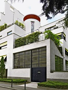 adolf loos design culture essay Introduction adolf loos(1870-1933), an influential austrian architect, designer and campaigner for simplicity and functionality in design he ranks as one of the most important pioneers of the modern movement in architecture.