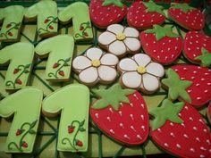 A Punto Nieve: julio 2012 6th Birthday Parties, 2nd Birthday, Strawberry Shortcake Birthday, Strawberry Cookies, Baby Girl Birthday, Birthday Cookies, Party Themes, Party Ideas, First Birthdays