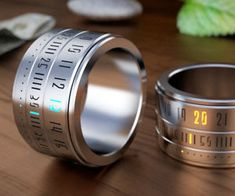 Ring Clock: A Ring That Gives You Time On Your Hands. Ring Clock is a beautiful marriage of the ring and the watch. You will be rewarded with the time, when you play with this gadget. Ring Ring, Cool Watches, Watches For Men, Unusual Watches, Modern Watches, Wrist Watches, Ring Clock, Cool Rings For Men, Ring Watch